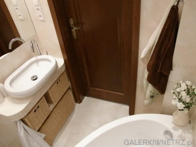 Płytki ceramiczne Alabastrino Tubądzin, kremowy odcień pasuje do brązowych drewnianych ...