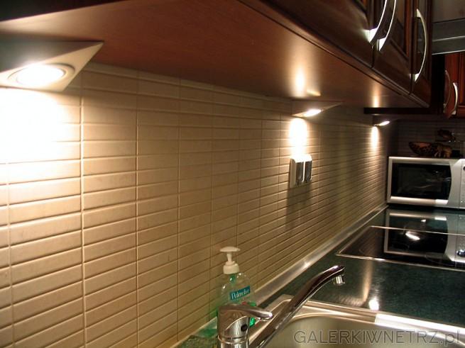 Oświetlenie pod szafki kuchenne. Sterowanie na dotyk - wygodne w zastosowaniu. ...