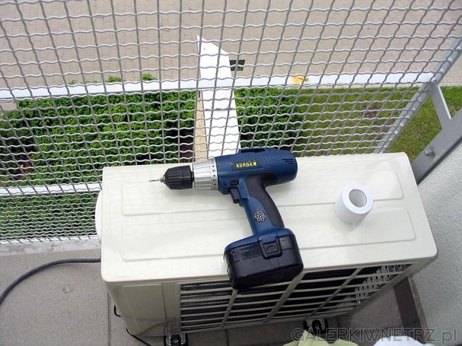 Jednostka zewnętrzna klimatyzator split znalazła się na balkonie. Hałas klimatyzatora ...