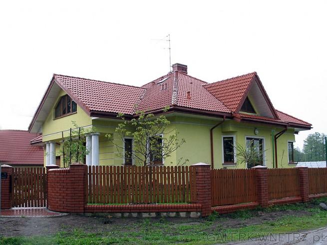 Dom z kolumnami - moda początku XXI wieku
