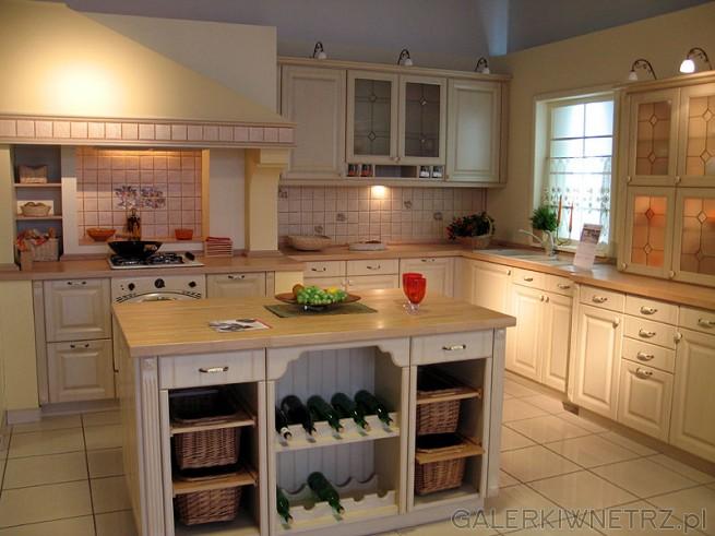 Kuchnia do jasnego wnętrza. Bardzo pasuje do willi. Kuchnia z oknem