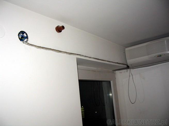 Połączenie elektryczne np do puszki. Kanałek w ścianie zrobiłem szlifierką ...