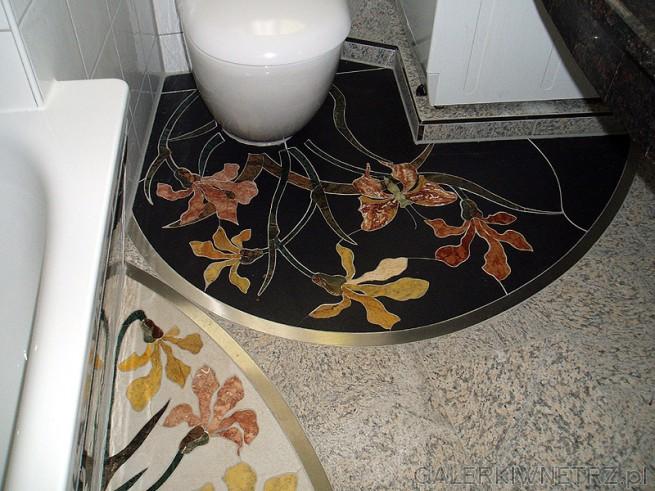 Mozaika wkomponowana w granitową posadzkę.