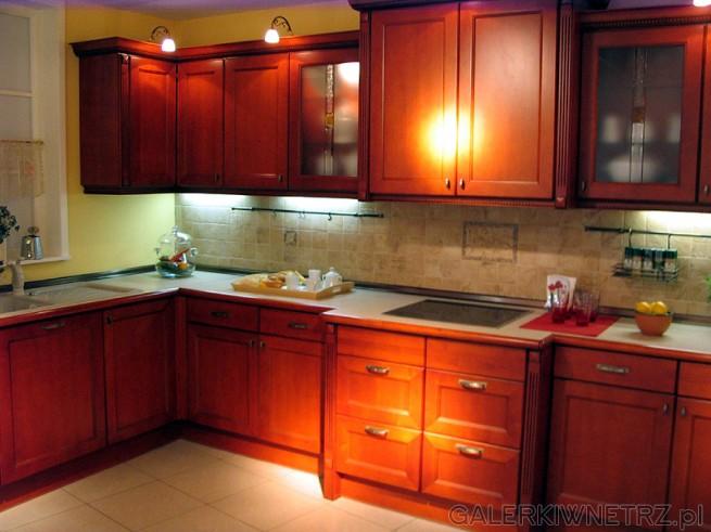 Kuchnia Mebel Rust. Szafki kuchenne z naturalnego drewna. Jest to kuchnia w stylu ...