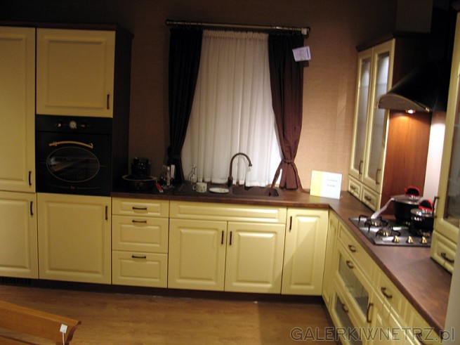 Kuchnia narożna do domku jednorodzinnego - duża, narożna. Wybarwienia frontów ...