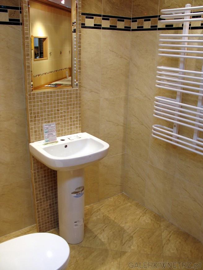 Umywalka i postument firmy Koło. Lustro zabudowane w profilu z mozaiki. Umywalka ...