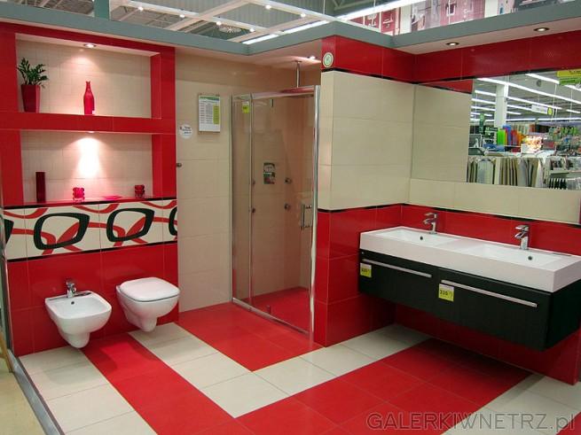 Przykład łazienki w czerwieni.