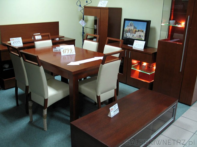 Stół i krzesła do jadalni. Odpowiedni stół na przyjęcia dla sześciu osób