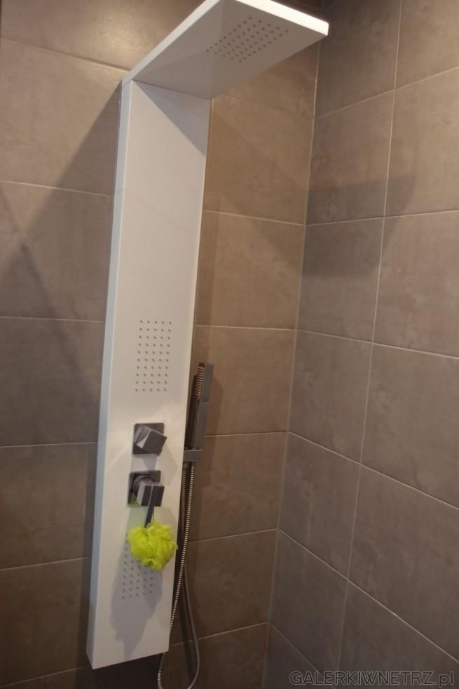 Proste rozwiązanie pod prysznicem - w tym projekcie został wykorzystany biały, ...