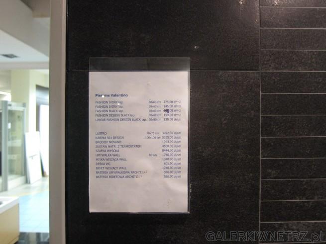 Aranżacja łazienki z wykorzystaniem ciemnych urządzeń sanitarnych - czarna miska ...