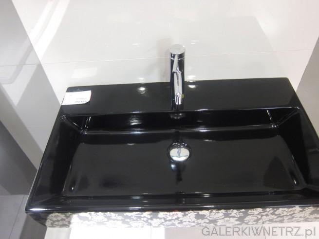 Niezwykle elegancka umywalka w kolorze czarnym, ze złotymi zdobieniami na zewnątrz, ...