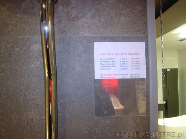 Ceny promocyjne na elegankie płytki ceramiczne wykorzystane w tej aranżacji łazienki. ...