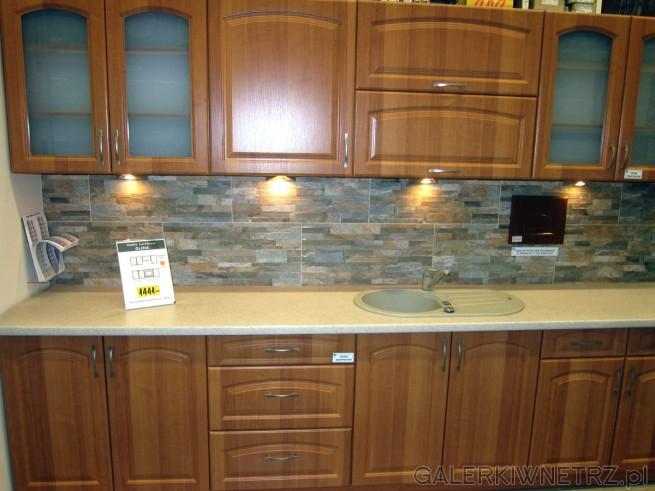 Zestaw mebli kuchennych OLCHA w atrakcyjnej cenie 1441 złotych za standardowy zestaw ...