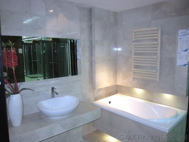 Bardzo elegancka łazienka w kolorze beżów, prosta, minimalistyczna i schludnie ...