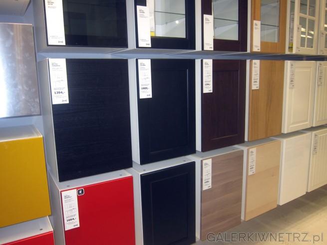 Szeroki wybór kuchni w Ikea: do wyboru m.in kuchnia Metod/Jutis (szkło czarne dymne), ...