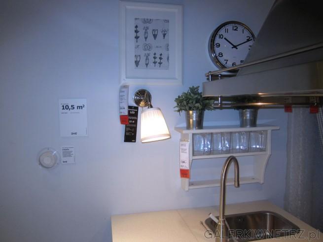 Aranżacja uroczej kuchni na metrażu 10,5 m2. Ikea oferuje dużo ładnych dodatków ...