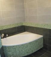 Łazienka skośna - trójkątna a nawet sześciokątna, szaro-zielona, projekt Magda34
