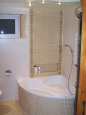 Łazienka z wanną i kabiną projektu SAVAGE7